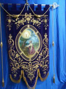 Estandarte de Jesús orando con el cáliz
